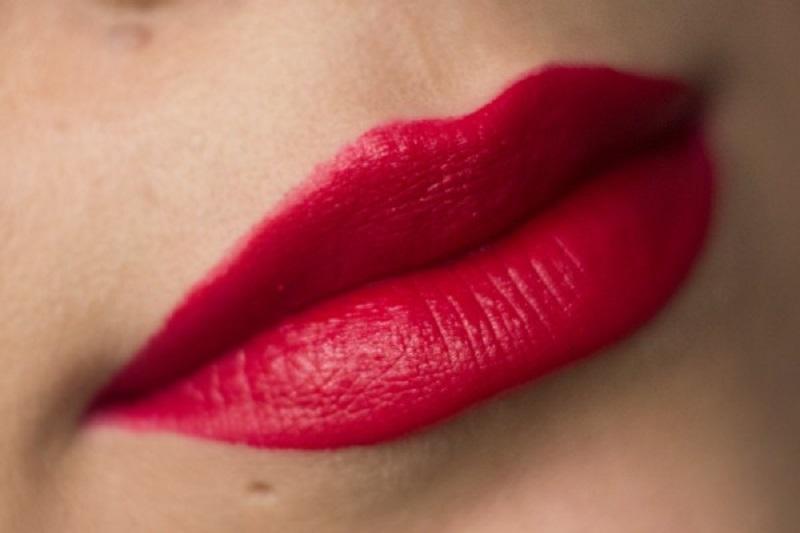 Svinčniki za ustnice poudarjajo obliko vaših ustnic